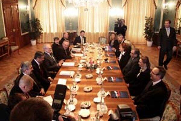 """""""Požiadal som, ak budú mať chuť, aby prišli všetci zástupcovia škôl, ktorých sa zákon týka,"""" hovorí prezident Ivan Gašparovič"""