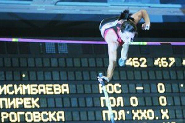O jeden z troch svetových halových rekordov tejto zimy sa v ukrajinskom Donecku postarala ruská skokanka o žrdi Jelena Isinbajevová – skočila 495 cm.