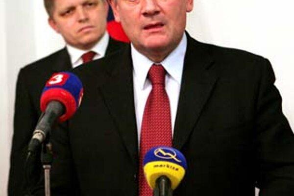 Predseda SNS Ján Slota včera prekvapil, keď naznačil, že chce vyvolať debatu o termíne prijatia eura. Premiér Robert Fico termín 1. január 2009 nikdy nespochybnil.