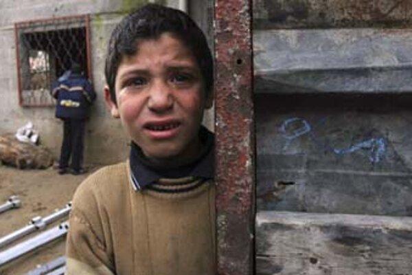 Palestínske deti v pásme Gazy dostávajú jedlo najmä od humanitárnych organizácií.