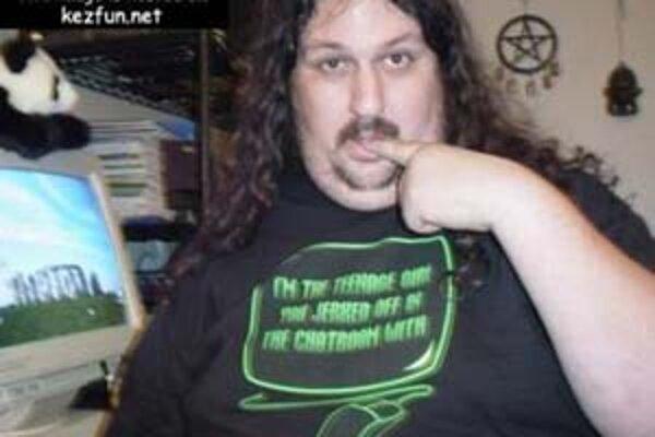 Nápis na tričku: ja som tá tínedžerka, ktorá ťa na chate vzrušila.
