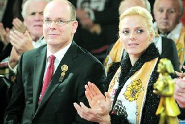 Monacké knieža Albert II. a Charlene Wittstocková.
