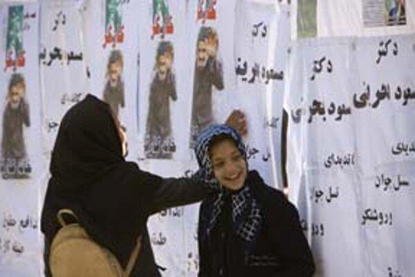 Iránci si mohli prezerať plagáty poslednýkrát.