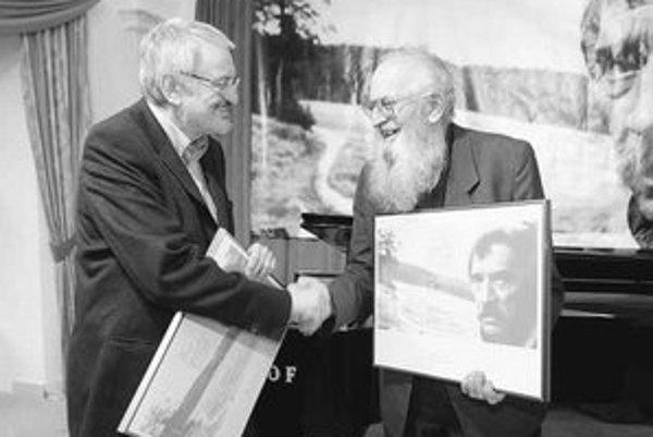 Laureáti literárnej Ceny Dominika Tatarku za rok 2007 – Milan Lasica a Jozef Jablonický (vpravo).