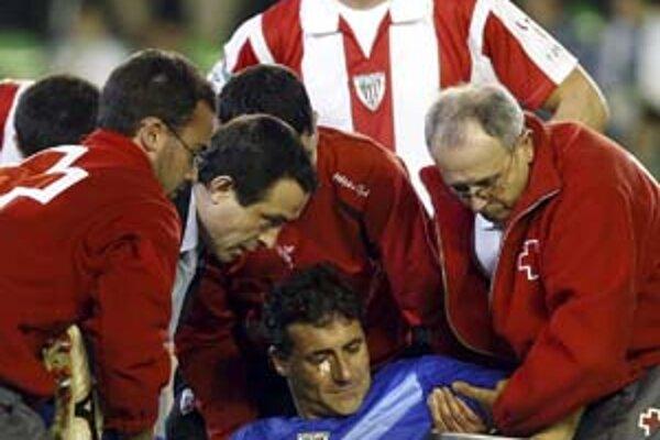 Otrasený brankár Athletica Bilbao Armando Riveiro.