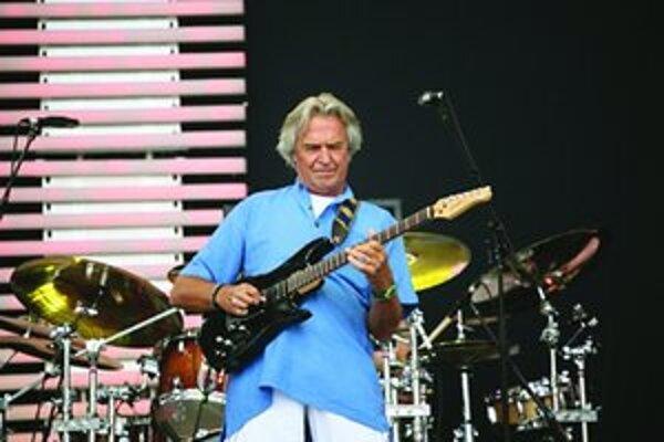 Slávny gitarista sa na Slovensko vracia po 20 rokoch.