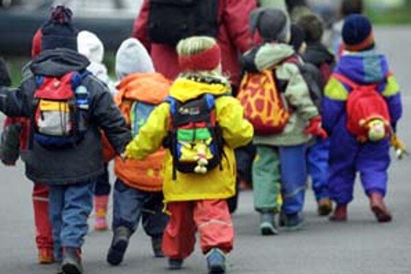 Ministerstvo financií navrhuje, aby sa opäť zaviedla bezplatná predškolská dochádzka a deti