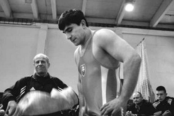 David Musuľbes prekvapil zápasnícku Európu: mesiac pred 36. narodeninami sa po takmer štvorročnej pauze vrátil na žinenku, prebojoval do finále ME a získal striebornú medailu.