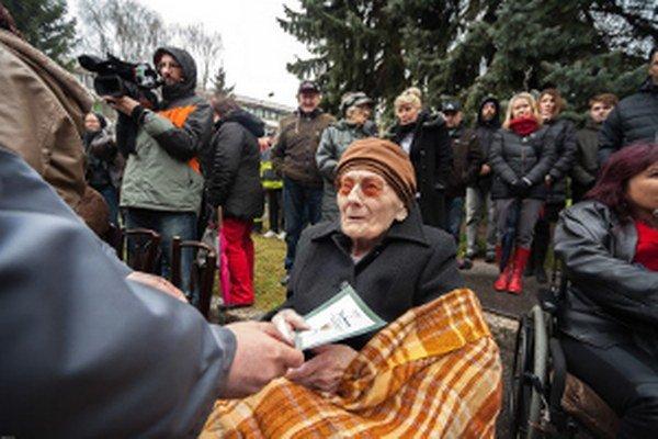 Jozefa Nemečkayová pri oslavách 70. výročia oslobodenia Senice.