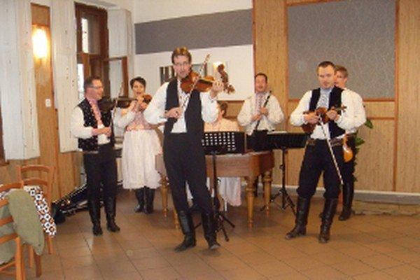 Ľudová hudba Pláňava.