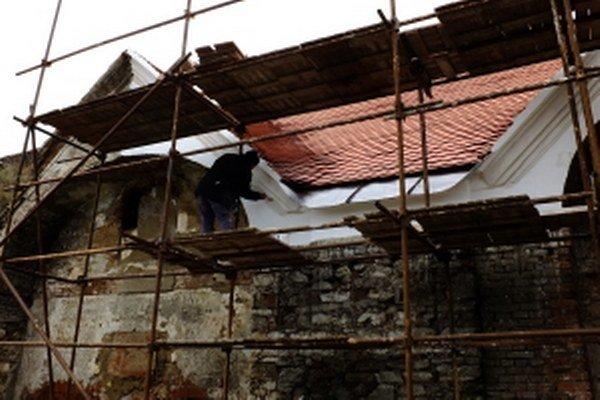 Strechu c.k. žrebčína postupne opravujú.