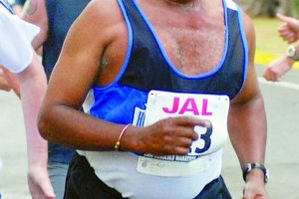 Kipchoge Keino počas vlaňajšieho rekreačného behu v Honolulu.