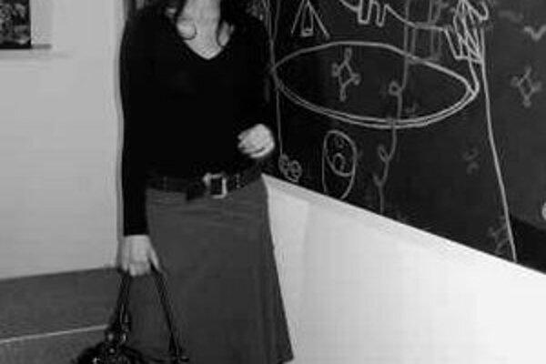 Táňa Čisáriková (1984, Kladno) ukončila štúdium na Škole úžitkového výtvarníctva v Košiciach, dnes je študentkou Fakulty výtvarných umení na Vysokom učení technickom v Brne. Absolvovala skupinové výstavy v Brne, Ostrave, Kittsee a Košiciach.