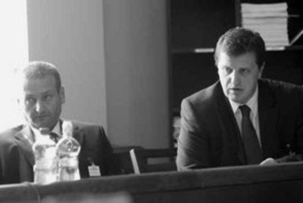 Šéf pozemkového fondu Miloslav Šebek (vľavo) hovorí, že pôdu si jeho firmy prenajali ešte keď vo fonde nemal funkciu.