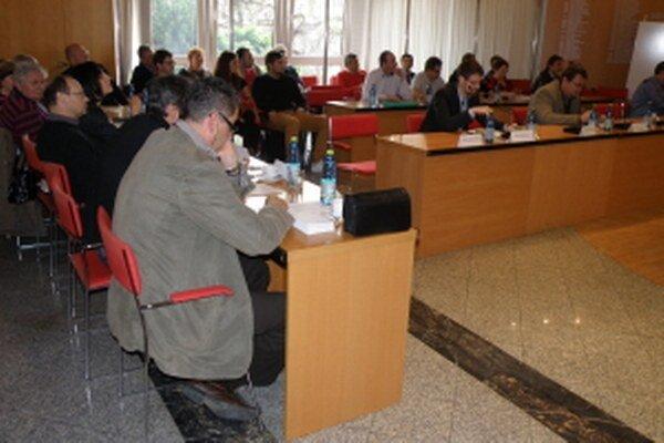 Zo zasadnutia poslancov v Skalici.