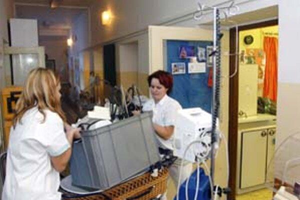 Akciová spoločnosť Veriteľ mala pomôcť oddlžiť zdravotnícke zariadenia. Štát na oddlženie vyčlenil približne 20 miliárd korún. Spoločnosť vznikla v júli 2003 a zanikla o tri roky neskôr.