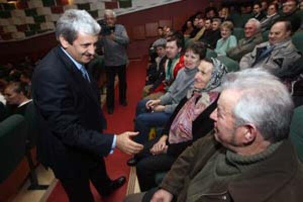 Dzurinda na stretnutí s občanmi v Skalici.