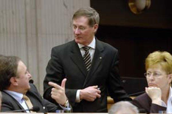 Opozícia si nemôže byť istá podporou celej SMK. Predseda strany Pál Csáky (vľavo) však verí, že bude jednotná.