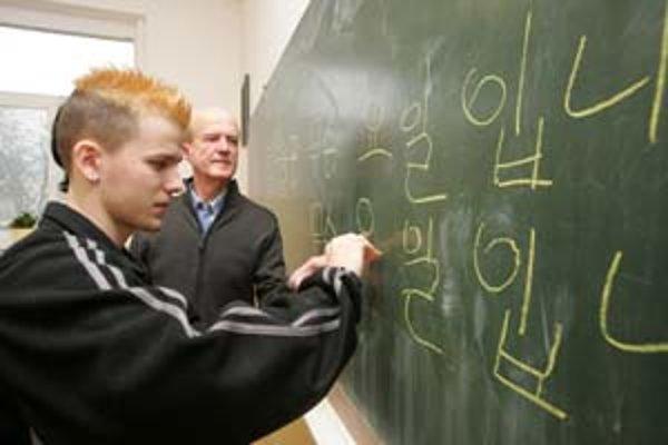 Jozef Genzor kórejčinu študoval v Prahe, dnes ju učí v Ilave, odkiaľ pochádza.