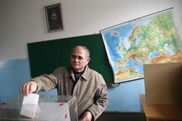 Voliči rozhodovali aj o tom, aké budú vzťahy Srbska s Európou.