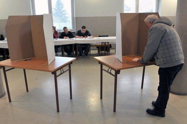 Druhé kolo prezidentských volieb pritiahlo v kraji viac ako polovicu voličov.