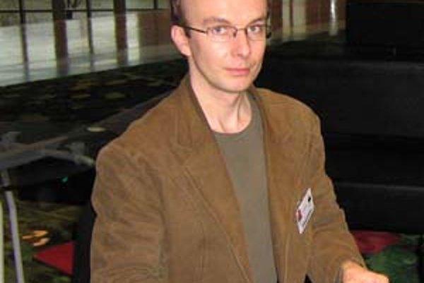 Ladislav Hegyi sa problematike odpadov venuje dvanásť rokov. V organizácii Priatelia Zeme – SPZ, ktorej predsedá, sa venuje obhajobe občianskych záujmov pri povoľovaní výstavby skládok a spaľovní.
