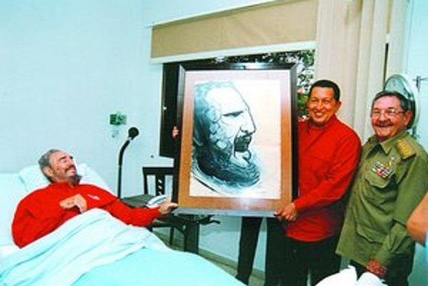 Fidel Castro mal výborné vzťahy s komunistickým Československom. V lete v roku 1972 navštívil bratislavský Slavín a stretol sa s Bohuslavom Chňoupkom (dole). Na konci svojej politickej kariéry mal najlepšie vzťahy s venezuelským prezidentom Hugom Chávezom