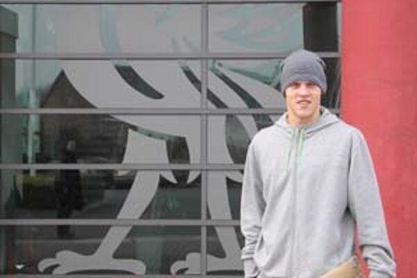 Martin Škrtel po tréningu a rehabilitácii pred tréningovým centrom FC Liverpool v Melwoode.