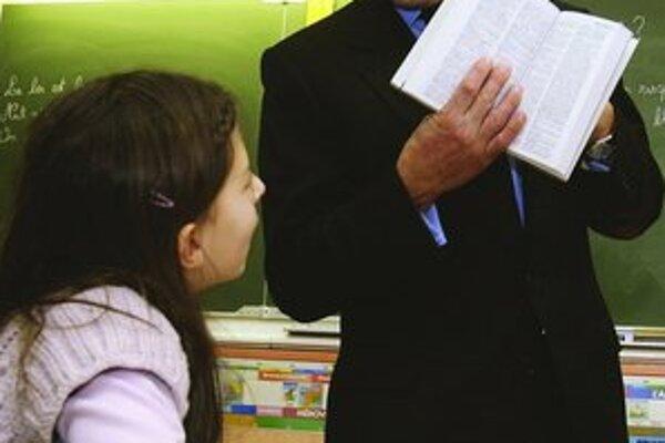 Nicolas Sarkozy chce od žiakov základných škôl, aby mali väčšiu úctu k symbolom republiky a dejinám Francúzska.