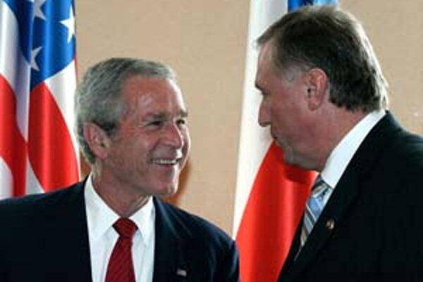 Český premiér Topolánek (vpravo) hostil amerického prezidenta Busha vlani v lete.