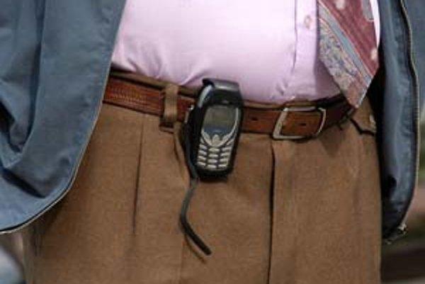 Mobilný telefón môže byť uspôsobený pre sluchovo aj zrakovo postihnutého človeka.