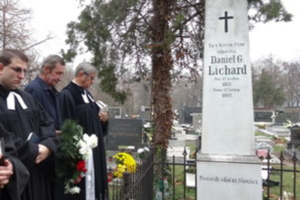 D.G. Lichard bol prvým slovenským profesionálnym novinárom, miestom jeho posledného odpočinku je cintorín v Skalici.