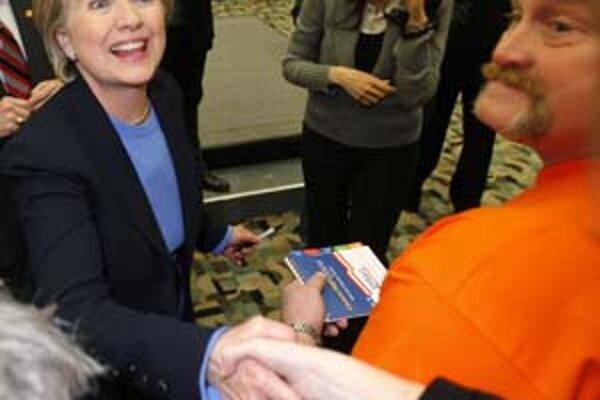 Hillary Clintonová  sa snažila osloviť voličov svojou vrúcnosťou.