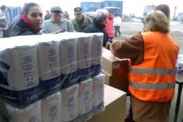 Potravinovú pomoc sprevádzali od spustenia logistické problémy.