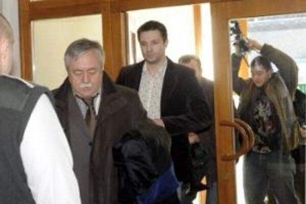 Bývalý moderátor dostal 2,5 roka väzenia.