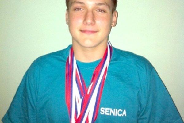 Denis Mihalka, majster Slovenska v najdlhšej plaveckej disciplíne.