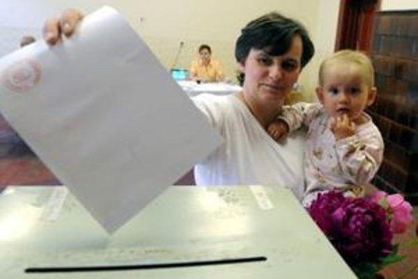 Podľa prieskumov majú ľudia o komunálne voľby záujem.