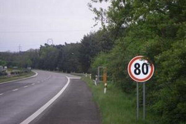 Nadjazd nad diaľnicou D2 v Malackách je v kritickom stave.