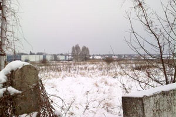 Bývalý pozemok Slovenského hodvábu, kde plánujú výstavbu obchodného centra.