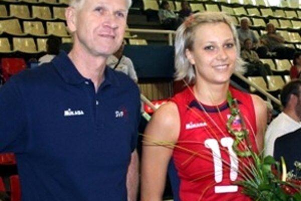 Takto pred rokom oslavovala Petra Biksadská (na foto s trénerom Čadom). Obhajoba jej však nevyšla.