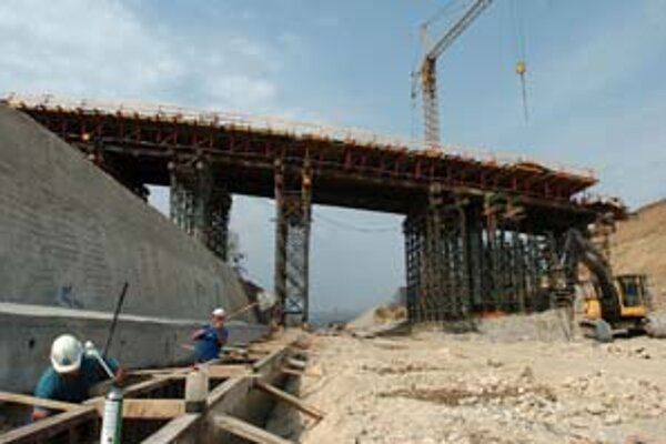 Ministerstvo výstavby navrhlo, aby vláda rozhodovala o strategických stavbách bez toho, aby sa preukazoval verejný záujem konaním stavebného úradu.
