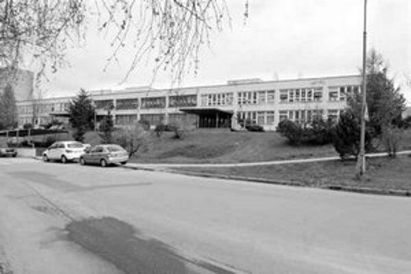 Na sídlisku Furča by stačili pre 2300 žiakov štyri školy. V súčasnosti je ich šesť. Zaniknúť by mala Základná škola na Krosnianskej ulici 2. FOTO PRE SME – RÓBERT SÁNDOR