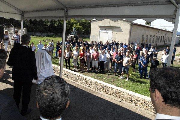 Zo slávnostného začatia výstavby novej haly.