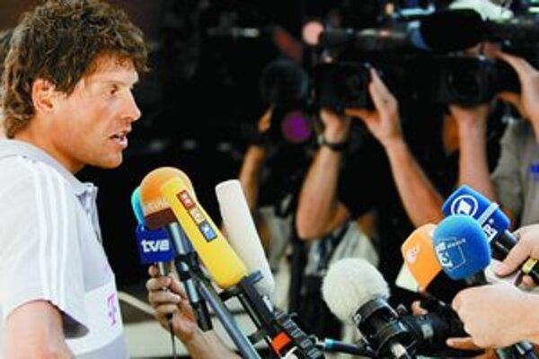 Jan Ullrich sa od prepuknutia škandálu novinárom vyhýba – na dnes si ich pozval, ale nesmú mu klásť otázky.