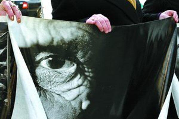 Verdikt nie je úplný, myslia si príbuzní obetí zo Srebrenice.