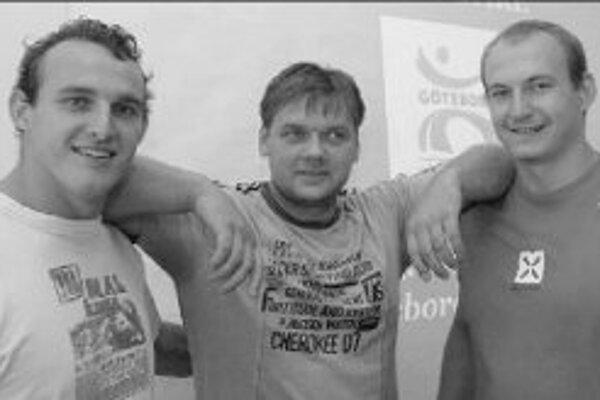 Vrhačské trio banskobystrickej Dukly: zľava kladivár Miloslav Konopka, guliar a tréner Milan Haborák a guliar Mikuláš Konopka.
