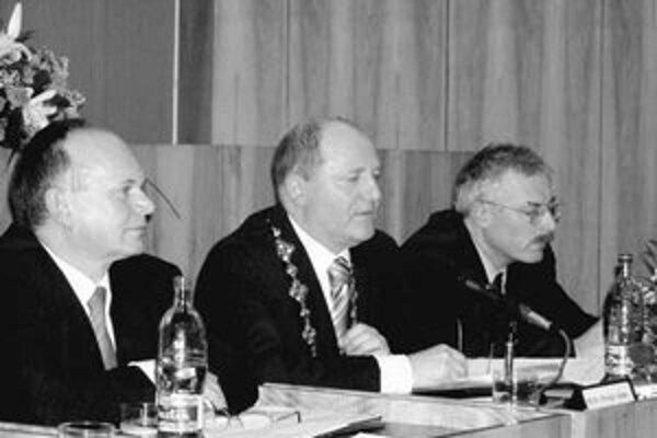 Viceprimátor Kubovič (vpravo) figuruje vo zväzkoch ŠtB.