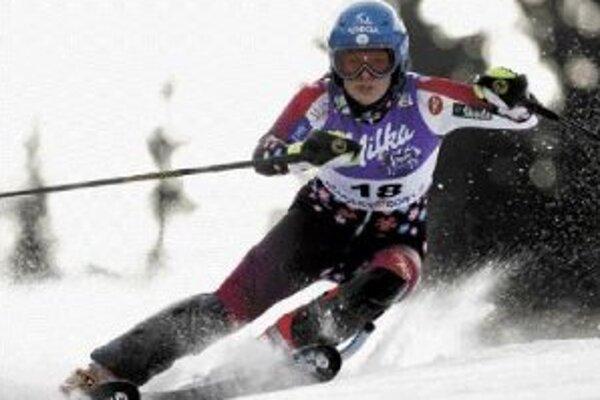 Slovenka Veronika Zuzulová na trati v slalome Svetového pohára žien v slovinskej Kranjskej Gore, kde obsadila 3. miesto. Na dolnej snímke zľava Záhrobská, Schildová a Zuzulová.