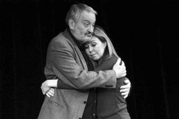 Milan Lasica a Marta Sládečková v pripravovanej inscenácii Malé manželské zločiny.