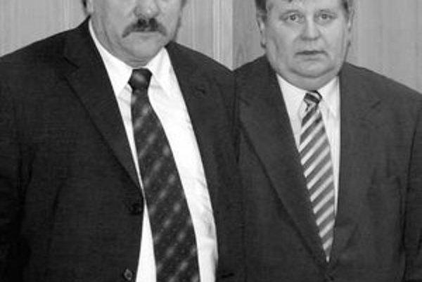 Na snímke vľavo je bývalý generálny riaditeľ ZSSK Cargo Pavol Kužma, vpravo bývalý generálny riaditeľ Železníc Slovenskej republiky Ladislav Saxa.